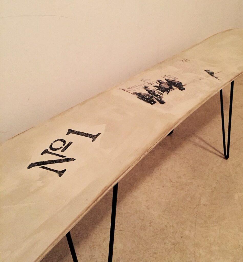 Snowboard Tisch